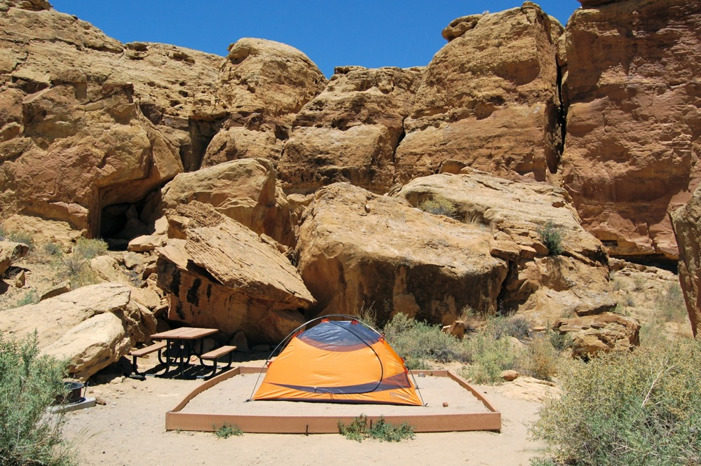Our campsite in the park was excellent, a raised patch of sand with a giant sandstone wall as backdrop. Since our visit to Chaco in the summer of '08, Galo Campground has been on the mend, with many sites closed due to septic system replacement.