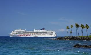 HI 001 cruise ship - 01