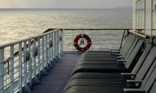 HI 001 cruise ship - 02