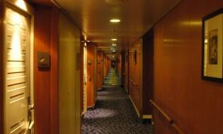 HI 001 cruise ship - 10