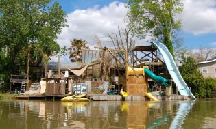 Robinson Carusoe like waterpark near Raceland